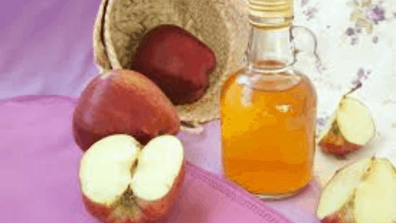 How To Use An Apple Cider Vinegar Hair Rinse To Boost Your Daily Routine